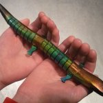 Touch-Sensitive-Color-Changing-Wood-Lizard1-010